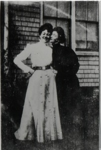 L.M. Montgomery (left) and Nora Lefurgey in 1903