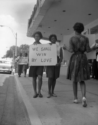 Demonstration in front of a segregated theatre in Florida in 1962.  State Archives of Florida, Florida Memory, http://floridamemory.com/items/show/4528