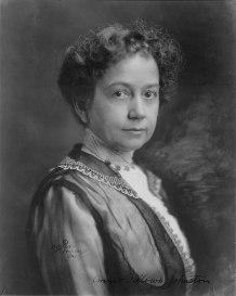 Annie_Fellows_Johnston,_head-and-shoulders_portrait,_facing_right_LCCN94510665